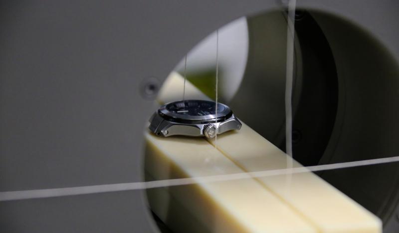 機能の追求は、耐磁性能にも及びます。JEMIC(日本電気計器検定所)で耐磁試験を行った結果、JISの定める強化耐磁性能の4倍以上(64,000A/m以上)もの耐磁性が証明されました。