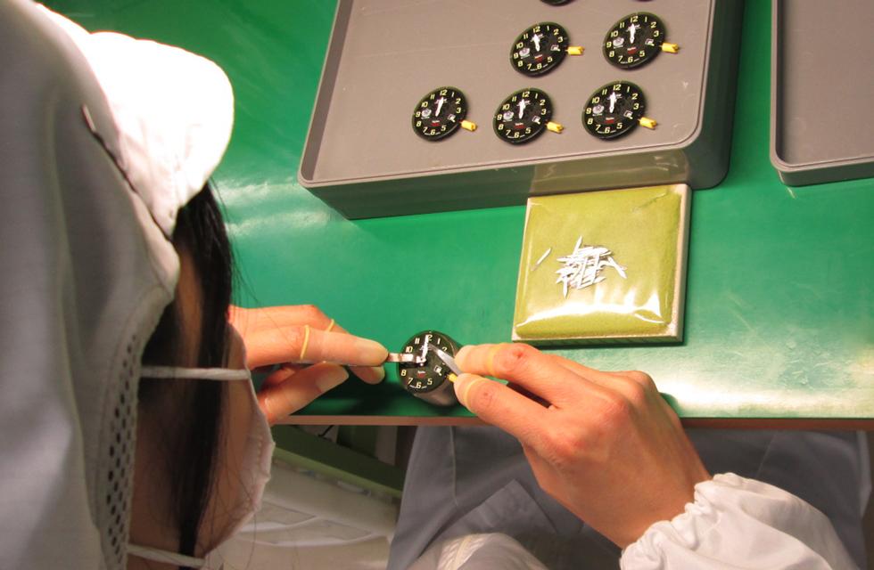 日本国内工場で、一品一品丁寧に組み立てていきます。