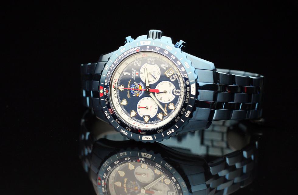 チタンのケース、バンド全てをブルーIPコーティングを施したスペシャルモデル。他の時計にはない異形ともいえる迫力があります。1996個の限定販売で、もうケンテックスに在庫はありません。